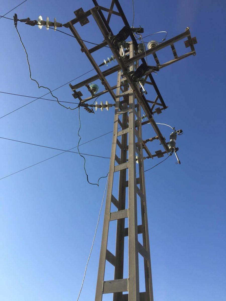 Torreta de electricidad de baja, media y alta tensión